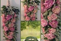 Landelijke bloemdecoraties. / Gemaakt door Monique Lourens @ Silk & Design Zwaagwesteinde. https://www.facebook.com/SilkenDesignZwaagwesteinde/timeline?ref=page_internal