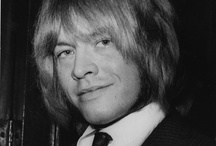 Brian Jones / http://oigofotos.wordpress.com/2013/04/10/the-rolling-stones-vi-brian-jones-mas-que-un-mito-un-musico-inquieto-por-oscar-avendano/