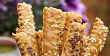 Tyčinky keksíky jednohubky zapečené rožky sendviče