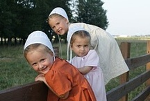 Amish Living / by Gladys Hagerty