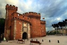 Perpignan / Perpignan wears its Catalan heritage proudly, with bilingual signs and red and yellow flags fluttering in its historic centre. The pace is relaxed and laid-back in this attractive city near the southwestern coast of the Mediterranean, where the sultry air vibrates to the sound of summer festivals.