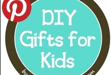 DIY Childrens' Gifts / DIY gift ideas for the children in our lives + fun crafts to make with them too.  Create a memory!