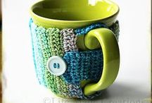 con poca lana - with a little yarn / crochet mug cozy fundas para móvil cestas
