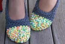 de pies y manos - adult crochet slippers, socks, mittens, gloves / zapatillas, patucos, sandalias, calcetines, guantes y de ganchillo y punto crochet and knitted slippers, socks, sandals, gloves, mittens