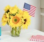 4th of July Table Decorations / 4th of July flower arrangement ideas for entertaining guests.