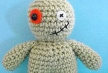 ~ CROCHET Agent Scully 1 helped by all monsters ~ / Sculls & halloweenies, monsters, yetis, zombies, robots, superwomen :o)). / by Amina O with ♥ @ postmodern Amina O blog