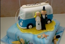 Beach Themed Wedding Cakes / Having your wedding near the sea? Here is a selection of our cakes with a beach, seaside or surfing theme.