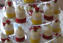 Individual Wedding Cakes / Cupcakes, mini cakes - we love them all!