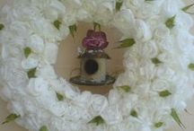 Paper-Napkins-Wreath/Papier-Sevietten-Türkranz mit Papiervogelhaus / Ich habe mir einen Türkranz aus weisen  Papierservietten selbst gemacht und ihn verziert mit einem hübschen Papiervogelhaus