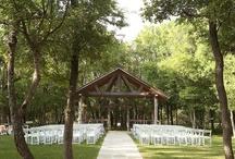 Red Bud Hall / The cozy cabin feel of this hall provides a quaint environment for the smaller events. The rich red oak and lush green environment add a beautiful layout to any event.