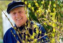 HOMMAGE : Gilles Vigneault / Gilles Vigneault, né le 27 octobre 1928 à Natashquan2,3, au Québec, est un poète, auteur de contes et de chansons, auteur-compositeur-interprète québécois.  Fils d'un marin pêcheur et d'une institutrice de campagne, il étudie à Rimouski, puis à Québec. Inspiré par les œuvres de poètes tels que Pierre de Ronsard, Victor Hugo, Émile Nelligan4, Arthur Rimbaud, Charles Baudelaire, ou encore Paul Verlaine,