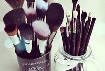 Makeup brushes / Makeup brushes and brush sets