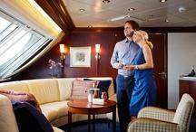 Kabinen  / Von der komfortablen 3-Sterne-Kabine mit Verbindungstür für die ganze Familie bis zur luxuriösen Owner's Suite - die Kabinen an Bord von Color Magic und Color Fantasy garantieren traumhafte Nächte auf unseren Kreuzfahrtschiffen.