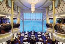 Bars & Restaurants / Unsere Kreuzfahrtschiffe Color Magic und Color Fantasy bieten ihren Gästen acht Restaurants an Bord, in denen sie unvergessliche, kulinarische Genüsse erleben können.