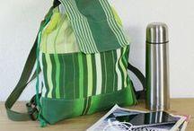Handgemaakte tassen / Deze tassen zijn gemaakt van afgedankte materialen. Hergebruikte materialen, duurzaam, handgemaakt en altijd uniek! Leuke crossbody tasjes, shoppers, schoudertassen, zeiltassen en werktassen. www.upcycled.nl