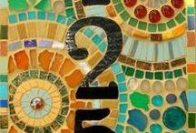 Mozaiek / Mooie mozaïek patronen kom je overal tegen. Leuk om kleine stukjes materiaal weer te kunnen hergebruiken.