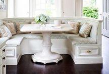 Casa: Sentar-se à mesa / Mesa, cadeiras, cantinhos de comer, salas de jantar. Inspiração para decorar.