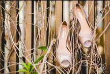 Sapatos e acessórios para noivas / Inspiração e ideias de acessórios para noivas, como: sapato, brinco, colar, pulseira, tiara para cabelo. etc....