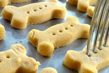 Pupcakes / Easy, delicious dog treats and other goodies for my imaginary pet store.