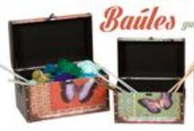 Banquetas, baúles, cajas... / Cada una cumple su función, pero todas tienen que decorar.