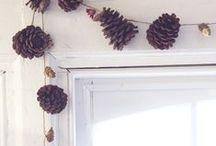 Winter deco / Kransen aan de deur, openhaardvuur, rendieren, zweedse fakkels, hertjes, kleien met zoutdeeg, wijntje bij de openhaard, kadootjes maken, gezelligheid.