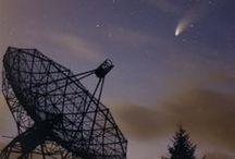 Kop en Schotel / Wat ligt er buiten onze planeet? Van hemelpoort tot supernova: iedere tijd heeft zo zijn eigen theoriën. Om die theoriën te testen, worden de meest complexe machines en werktuigen ontwikkeld. Machines die soms net zo goed door zouden kunnen gaan als kunstvoorwerpen.
