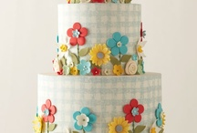 Amazing Cakes and Mini Cakes / by Flora Franco