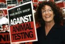 CONTRO I TEST SUGLI ANIMALI / Contro i test sugli animali  Crediamo che testare cosmetici sugli animali sia scientificamente ingiustificato, moralmente sbagliato e che dovrebbe dunque essere proibito. Non testiamo i nostri cosmetici o ingredienti su animali e non lo commissioniamo a terzi. Non lo abbiamo mai fatto e non lo faremo mai. Ci assicuriamo inoltre che tutti i prodotti siano adatti ad una clientela vegetariana.