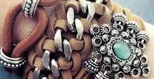 Bracelet , necklace , earings , rings , jewelry  and bijou ... bijuterias ... etc . Pulseiras , brincos, colares , anéis  ...