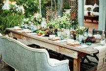Outdoor Tablescapes / Dreamy tablescapes to spark your imagination for al fresco dining. We're so inspired by these gorgeous tables.