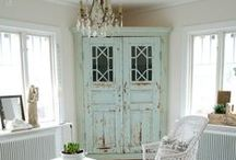 Georgeous Old Cabinets / by Brenda Simmons