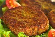 Food: Vegana / Veganos:  (denominados vegetarianos estrictos o vegetarianos puros)  No comen carne ni productos derivados de animales (como huevo, lácteoso mielde abejas)