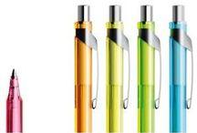 Prodir pennen / Door schitterende ontwerpen te combineren met Zwitserse kwaliteit is Prodir in korte tijd zeer populair geworden. Er zijn veel modellen die in allerlei varianten, schrijfmethodes en kleurstellingen leverbaar zijn. De bedrukkingsmogelijkheden zijn zeer groot. Zo is er de Prodir balpen, de Prodir fineliner en het Prodir vulpotlood.