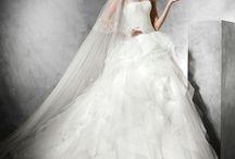 Belia - Pronovias / Belia fodros esküvői ruha a 2015-ös Pronovias kollekció legsikeresebb modellje. Kölcsönözhető és megvásárolható a La Mariée Budapest esküvői ruhaszalonban