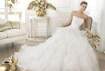 Leante - Pronovias / Leante esküvői ruha a 2015-ös Pronovias kollekció egyik kedvelt modellje! Több méretben is kölcsönzhető a La Mariée Budapest esküvői ruhaszalonban
