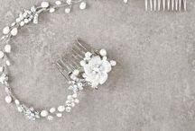 Pronovias - Accessories - Kiegészítők / A La Mariée Budapest esküvői ruhaszalon egyedülálló Pronovias esküvői ruha kiegészítők széles és minőségi kínálatával várja menyasszonyait.