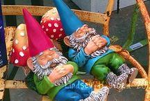 Trädgårdstomtar / Garden gnomes  / Vem älskar inte dessa små trädgårdstomtar - alltid lika glada och välkomnande!