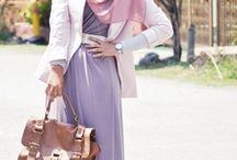 Hijabi Outfits / Helpful inspiration on how to dress hijabi.