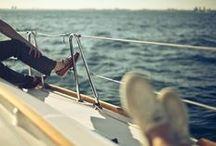 Bootsschuhe / Bootsschuhe: Flexible und bequeme Schuhe im Mokassin-Style für Damen und Herren. Hier zeigen wir maritime Sommerschuhe von Clarks sowie tolle Sailor-Outfits.