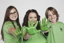Wolontariusze w akcji! / Znakiem rozpoznawczym wolontariusza naszej Fundacji jest zielona koszulka. Ale nie tylko. Przede wszystkim jest to uśmiech, energia i pozytywne myślenie :) Może do nas dołączysz?