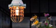 No.20 by Olaf Weller - 3d print en lasergesneden hout / Wij introduceren: hanglamp No.20 by Olaf Weller. Veel aandacht is besteed aan de manier waarop het licht zich verspreidt door de houten kooi en de witte kap. In een donkere ruimte schijnt het licht er prachtig door. Detail: de kap wordt 3d geprint.