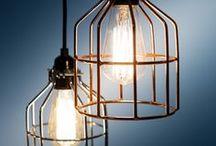 No.15 by Het Lichtlab - industrial kooilamp / Houd je van stoer, dan is hang- of wandlamp No.15 met een metalen kooi echt iets voor jou.  Hanglamp No.15 wordt geleverd als complete set, met 200 cm lang zwart strijkijzersnoer en een zwarte plafondplaat. De No.15 wandlamp is er met zwarte of witte wandsteun die is voorzien van een inbouwschakelaar.