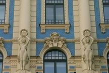 Buildings / Stunning buildings; castles, palaces, churches, museums, libraries... or just regular beautiful buildings.