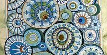 Circles on Quilts / Quilts featuring designs that include circles. There are so many ways to include circles in your quilts, even if you hate curved piecing. This board currently includes faux Cathedral Window quilts and New York Beauty quilts.