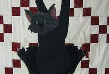 Cat Quilts / Quilts featuring cats and cat quilt design ideas.