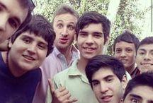 Selfie de Alumnos UCASAL / Nuestros alumnos se muestran con sus compañeros en distantos lugares de la UCASAL