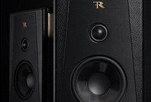 Pienza - Rosso Fiorentino Compact Stand Mount Speaker / The subtle blend of sobriety and sophistication, acoustic performance and elegance, the Prestige series includes technical features that meet the requirements of the most discerning music lovers.