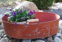 Vanhoja tavaroita puutarhaan / Vanhoja tavaroita puutarhassa ja terassilla