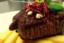 Naše menu - hlavní chody / V našem menu najdete nejen několik druhů steaků a burgerů.