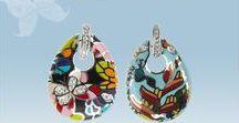 Kolekcja Motyl / Butterfly Collection / Kolekcja Motyl to połączenie kolorowej emalii o finezyjnych wzorach oraz srebra próby 925. Dbałość o detale i precyzyjne wykonanie to jej główne cechy / Butterfly Collection is a combination of colored enamel with sophisticated design and 925 sterling silver. Attention to detail and precision are its main features.
